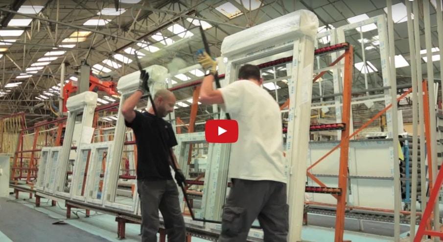 Fabrication des menuiseries «Le Roi de la Fenêtre» (vidéo)
